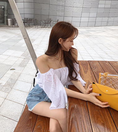 punching shoulder blouse(2colors!) - 7/25 입고예정